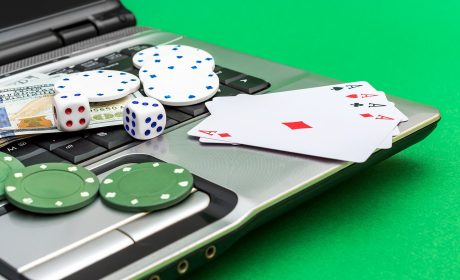 Make use of the right cards to play rummy online for cash